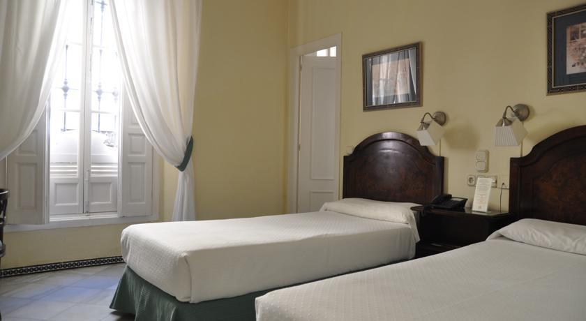 BenidormVacaciones.com - ABRIL HOTEL