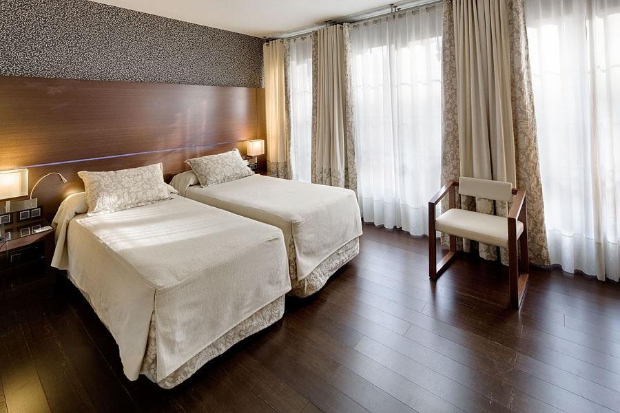 BenidormVacaciones.com - BARCELONA HOTEL COLONIAL