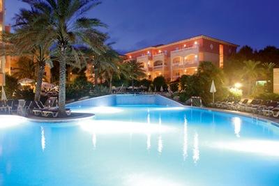 Hotel aparthotel green garden cala ratjada viajes - Green garden piscina ...