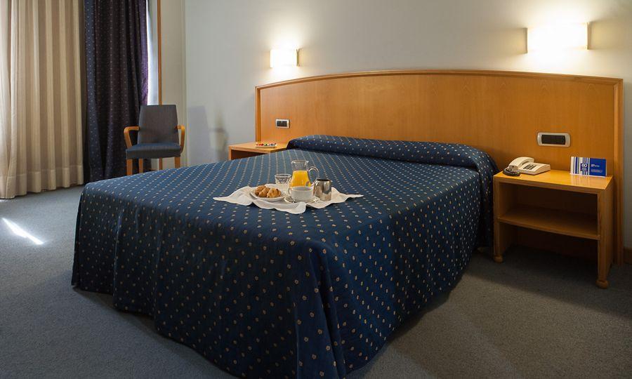 Hotel exe area central santiago de los caballeros - Exe central madrid ...